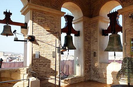 Disfruta del atardecer en la Torre de la Iglesia de Santiago